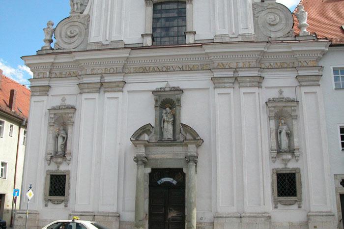 Fassade der Klosterkirche St. Josef