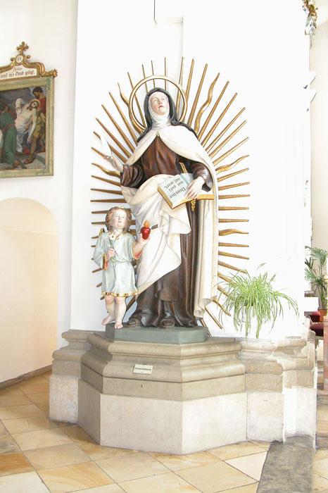 Statue der hl. Teresa von Avila
